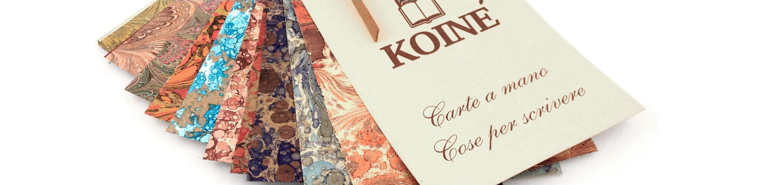 Carte a mano: la magia del colore sposa la calda tonalità del cuoio.